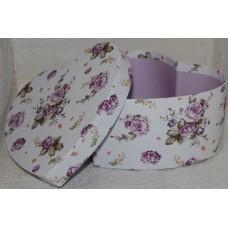 Cepuru kaste dzīvajiem ziediem, sirds formā ar ziediem